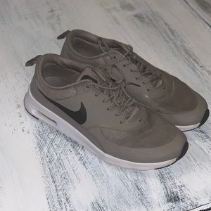 Nike tennis shoes air max